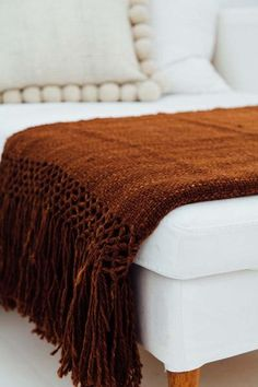 Size:100 x 200 cm + 30 cm tassels Fibre: Argentinian 100% llama sheep wool Construction: Hand woven, traditional flat weave,thin thread By purchasing this it