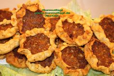 Agzi Acik Kiymali Börek Urfa Yöresel Tarif türkische börek Pepperoni, Pizza, Meat, Chicken, Desserts, Food, Youtube, Beef, Meal