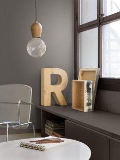 letters Pure Cocao / Buckle Up (Flexa) Metallic Paint Colors, Interior Paint Colors, Interior Design, Interior Ideas, Cozy Living Rooms, Living Room Interior, Cozy Reading Corners, Scandinavian Interior, Floating Nightstand