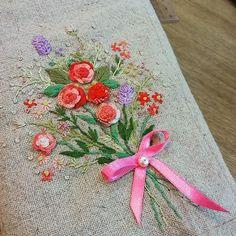 #Embroidery#stitch#needle work #프랑스자수#일산프랑스자수#자수#자수타그램#북커버 #화사한 꽃다발자수~북커버로 완성중~~