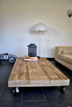 Base de lit en bois massif avec tete 3 planches de style zen lit pinteres - Table basse avec palette ...