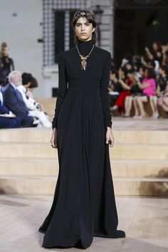 Valentino Haute Couture Fall Winter 2015-2016 :: The Wonderful World of Fashion