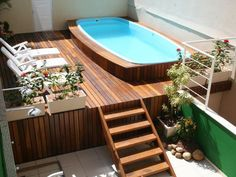 Piscina Compactas Hulopoe in 2020 Pools For Small Yards, Small Backyard Pools, Swimming Pools Backyard, Style At Home, Piscina Diy, Brownstone Interiors, Above Ground Pool Landscaping, Rooftop Design, Jacuzzi Outdoor