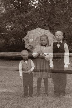 Ghosts in the Graveyard Photo Shoot. How to DIY a ghostly, haunted family photo!