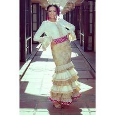Conjunto de falda y camisa, otra alternativa para ir siempre perfecta a la Feria #mcj #maricarmenjulia #diseño #diseñadora #moda #modaandaluza #marcaespaña #marcaandalucia #designer #design #fashion #modaflamenca #flamenca #flamencas #flamencura #flamenco #fashiondesign #fashiondesigner #madeinspain