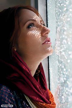 Girl looking at rain through window glass sadly Iranian Beauty, Iranian Women, Iranian Actors, Beautiful Girl Image, Beautiful Hijab, Gorgeous Women, Beauty Full Girl, Beauty Women, Persian Beauties