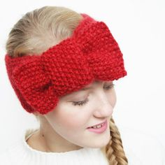 Start your knitting season with this easy but versatile headband pattern. A bow headband and a modern turban ear warmer in one!