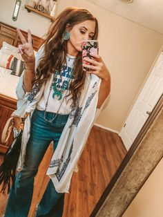 65 Ideas Country Concert Outfit Winter Look so Awesome - trend viral ideas Western Outfits Women, Cowgirl Style Outfits, Cowgirl Outfits, Gypsy Cowgirl Style, H M Outfits, Cowgirl Jeans, Cute Teen Outfits, Cute Outfits For School, Cowgirl Boots