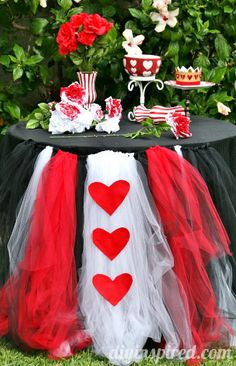queen of hearts - alice in wonderland - mad hatter - tea party Alice-in-wonderland-first-birthday-party: Tutu with hearts table skirting Mad Hatter Party, Mad Hatter Tea, Mad Hatters, Mad Hatter Birthday Party, Elmo Party, Mickey Party, Fiesta Party, Dinosaur Party, Dinosaur Birthday