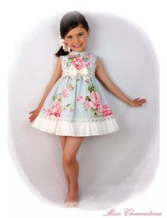 Top long, I souldrottningen make it shorter Little Girl Dresses, Girls Dresses, Flower Girl Dresses, Summer Dresses, Frocks For Girls, Kids Frocks, Toddler Fashion, Kids Fashion, Cute Little Girls