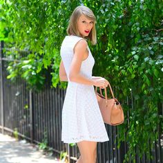 In June, Taylor's favorite beauty accessory had a gardening moment. All About Taylor Swift, Taylor Swift Style, Taylor Alison Swift, June Taylor, Taylor Swift Red Lipstick, Best Red Lipstick, Taylor Swift Gallery, Beautiful Taylor Swift, Fashion Styles