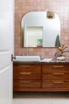 Pink Bathroom Tiles, Pink Tiles, Bathroom Renos, Bathroom Colors, Small Bathroom, Washroom, Morrocan Bathroom, Tiled Bathrooms, Colorful Bathroom