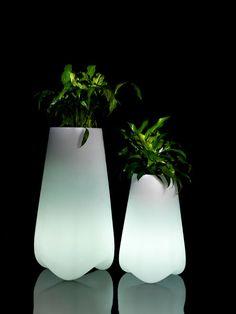 Vlek pot a beautiful designer illuminated garden planter online at potstore.co.uk