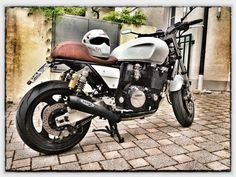 Yamaha XJR 1200 Cafe Racer| I wonder what the weight to hp ration on this is...