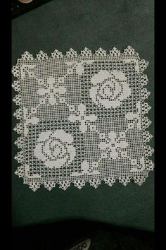 This Pin was discovered by E. Crochet Diagram, Crochet Motif, Irish Crochet, Crochet Doilies, Knit Crochet, Knitting Paterns, Crotchet Patterns, Crochet Cushions, Crochet Tablecloth