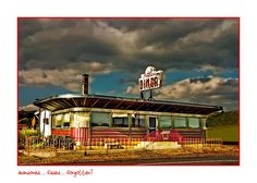 This is the old Prospect Diner near Columbia in Lancaster County, PA. It's been closed for a while, but still has that old time diner look and feel to it. Vintage Diner, Retro Diner, Fifties Diner, Sam Wood, Diner Recipes, Streamline Moderne, American Diner, Drive In Theater, Soda Fountain