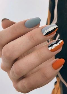 ATTRAKTIVE NAIL ART INSPIRATION – Seite 38 von 44 – – Best Picture For almond nails vino For Your Taste You are looking for something, and it is going to tell you exactly what you are looking for, and you didn't find that picture. Here you will find the … Gradient Nails, Holographic Nails, Gold Nails, Matte Nails, Gelish Nails, Nail Nail, Black Nails, Nail Polish, Sparkly Nails