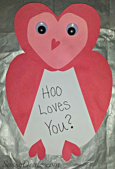 Owl Valentines Day Card Idea For Kids #Hoo Loves You? card #Valentines art project #DIY kids Valentines cards | CraftyMorning.com