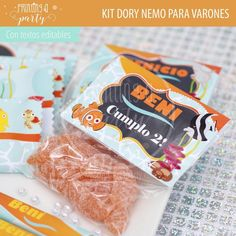 Muchas ideas para decorar tu fiesta de Dory y Nemo con estas decoraciones para imprimir y armar. Recibí tu kit en tu mail, imprimí y decorá. Nemo Y Dory, Snack Recipes, Snacks, Party Printables, Food, Personalized Tote Bags, Invitation Cards, Sachets, Printables