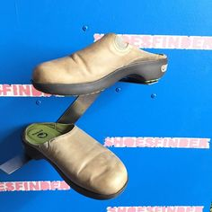 5233dbd58b571 CROCS Leather Mules 16052 Cobbler Womens size 6.5 Casual Slip on Shoes Gray   fashion