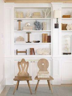 Coastal decor details on built-in shelves