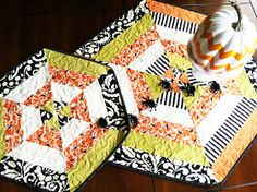 My Cotton Creations: Spider Web Table Topper TUTORIAL Table Runner And Placemats, Table Runner Pattern, Quilted Table Runners, Halloween Sewing, Halloween Quilts, Halloween Placemats, Halloween Projects, Table Topper Patterns, Quilted Table Toppers