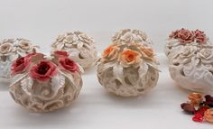 Unique wedding favors in the Capodimonte porcelain for your event.