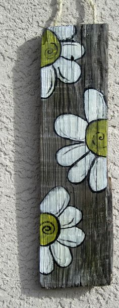 White flower sign is nice inspiration piece to reproduce on pallet fence boards!
