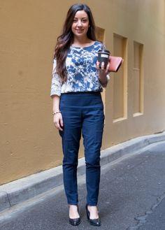 With printed blouse and black shoes Pantaloni Blu Marino d73c0ac44e0