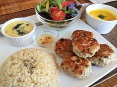 ▶ Unpolished rice,chicken meatball at Ozu cafe in Japan.茅ヶ崎のOzuカフェでオシャレランチプレート - YouTube
