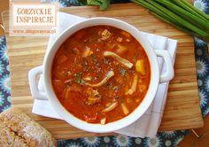 Ręka do góry kto nie lubi zupy pomidorowej? Tak myślałam, zatem zapraszam do stołu, dziś podajemy zupę pomidorową z indykiem i domowym makaronem wg. przepisu mojej babci Gieni http://zmgorzyca.pl/index.php/pl/kulinarny/zupy/329-zupa-pomidorowa-5