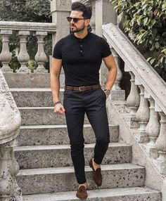 Why mens fashion casual matters? Because no one likes to look boring! But what are the best mens fashion casual tips out there that can help you […] Black Outfit Men, Formal Men Outfit, Polo Shirt Outfits, Polo Outfit, Polo Shirts, Mode Man, Mens Fashion Wear, Men's Fashion, Dress Fashion