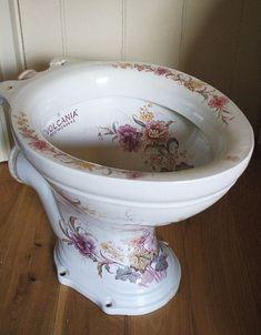 Edwardian loo by the vintage cottage . Victorian Toilet, Victorian Bathroom, Vintage Bathrooms, Victorian Decor, Chic Bathrooms, Shabby Chic Homes, Shabby Chic Decor, Bidet, Deco Retro