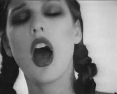 Milla Jovovich - gif