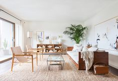 Decorating a rental living room can be tricky without losing your deposit unless you follow these easy and budget-friendly apartment living room ideas.