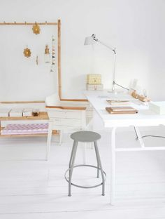 decoración de invierno. natural desk & workspace
