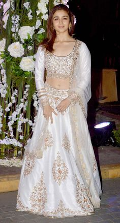 Bollywood beauty Alia bhatt in Manish malhotra lehenga at Riddhi malhotra - Tejas malhotra sangeet ceremony. Alia was eye catchy in white embellished lehen Lehenga Designs, Bridal Lehenga, Lehenga Choli, Alia Bhatt Lehenga, Manish Malhotra Anarkali, Manish Malhotra Bridal, Silk Lehenga, Indian Attire, Indian Wear