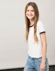 Camiseta BSK contraste en cuello - Básicos - Bershka España