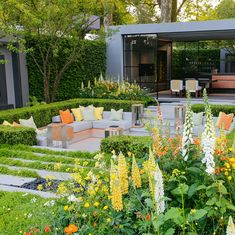 Hay-Joung Hwang returns to #RHSChelsea, this time with a sunny palette of yellows in her LG Eco-City Garden A demonstration of smart city…