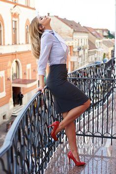 Fusta PrettyGirl Exquisite Look Grey. Fusta pana la genunchi, tip creion, incret. - Business - Women in Uniform Mode Outfits, Office Outfits, Sexy Outfits, Club Outfits, Secretary Outfits, Pernas Sexy, Sexy Women, Curvy Fashion, Womens Fashion