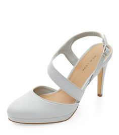 - Rounded toe- Asymmetric strap- Buckle fastening- Heel height: 4