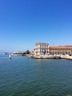Discover cultural hotspots that locals love in Lisbon: www.10thingstodo.in