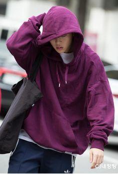 I want that hoodie Jooheon...