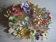 pastel coloured paper garland, great for weddings or interiors!  www.suzimclaughlin.blogspot.com