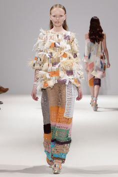 Leutton Postle Spring/Summer 2012 Ready-To-Wear Fashion Art, Boho Fashion, High Fashion, Fashion Design, Knitwear Fashion, Crochet Fashion, Streetwear, How To Purl Knit, Fashion Details