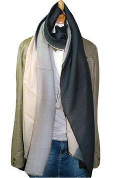 Shawl, BeckSondergaard, wol zijde, T-Midwood 005 Cat Grey. https://www.facebook.com/mbstyling