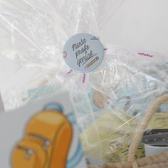 Detalle de la personalización de un pack de regalo fin de curso para profesor