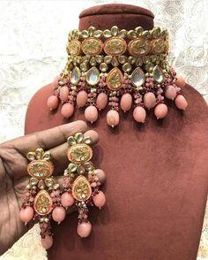 Kundan Jewellery Set, Indian Jewelry Earrings, Indian Jewelry Sets, Fancy Jewellery, Indian Wedding Jewelry, Bridal Jewelry Sets, Stylish Jewelry, Indian Bridal, Fashion Jewelry