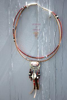 Collier plastron Ethnique tribal Corail, Cauri et Agate : Collier par les-fetiches-de-vanoukan