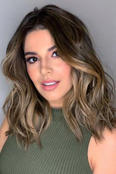 Soft Balayage On Bob Haircut ❤ Balayage Is The Hottest New Hair Trend! Here we have collected our favorite balayage hairstyles. Now, you will learn how to get it so that it is absolutely best for you! Brown Hair With Blonde Highlights, Brown Ombre Hair, Brown Hair Balayage, Light Brown Hair, Hair Color Balayage, Brown Hair Colors, Hair Highlights, Balayage Bob, Soft Balayage